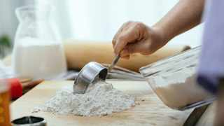 Whether you are a cake, cookies, pie, or bread baker, choosing the right type of flour can be difficult, especially if you are a first-time baker. Picture: Pexels/Katerina Holmes