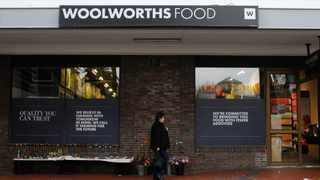 Woolworths (Woolies) resumed dividend payments during the 52 weeks ended June 2021 after the sale of its Australian properties boosted cash flows and led to a significant slashing of net debt. Photo: REUTERS/Mike Hutchings
