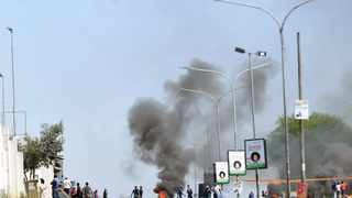 Wrath of angry protesters barricaded London Road with rocks and burning tyres. Picture: Itumeleng English / African News Agency (ANA)