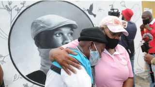 Xolani Nikani's mother, Thami Nikani, during the preview of a mural art work in Nyanga East Cape Town. Picture: Ayanda Ndamane/African News Agency(ANA)