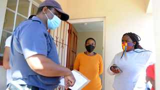 Zuzeka Appolis and neighbour Fatima Setela tell Maitland Station Commander Sizwe Mpindwa Appolis how she and her 2-year-old child were forced to sleep outside on Tuesday after she was evicted by Communicare during the night without a court eviction order. Picture: Ayanda Ndamane/African News Agency (ANA)