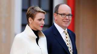 epa05071301 Prince Albert II of Monaco (R) and his wife Princess Charlene arrive at the official Christmas ceremony at the Royal Palace in Monaco, 16 December 2015. EPA/SEBASTIEN NOGIER