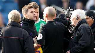 Tottenham manager Mauricio Pochettino remonstrates with referee Mike Dean after the match. Photo: Carl Recine/Reuters