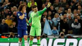 David Luiz tries to convince Kepa Arrizabalaga to leave the field during the League Cup final, but the Chelsea goalkeeper waved away Maurizio Sarri's substitution. Photo: David Klein/Reuters