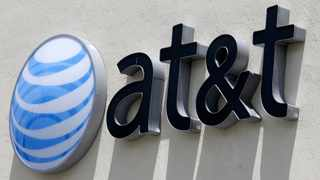 AT&T Inc's quarterly revenue fell short of Wall Street estimates on Wednesday after it lost more than half a million pay-TV subscribers. Photo: (AP Photo/Alan Diaz, File)