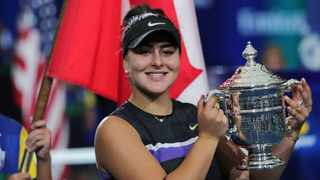 Bianca Andreescu poses with the championship trophy after defeating Serena Williams i the final of the US Open. Photo: Charles Krupa/AP Photo