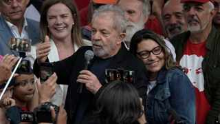Brazil's former President Luiz Inacio Lula da Silva speaks to supporters as his girlfriend Rosangela da Silva leans on his back after he was released from Federal Police headquarters where he was imprisoned on corruption charges in Curitiba, Brazil. Picture: Leo Correa/AP/African News Agency (ANA)