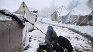 Migrants prepare breakfast in a snow-covered makeshift forest camp near the Croatian border in Bihac, Bosnia and Herzegovina on December 3, 2019. Photo: REUTERS/Dado Ruvic.