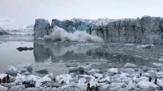 Stephan Mantler, a mountain guide and Icelandic tour operator, captured the whole collapsing glacier on camera as tourists fled the huge wave. Pic: YouTube