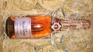 The first South African producer of Methode Cap Classique, the Simonsig Wine Estate has unveiled its new pink bubbly, the Kaapse Vonkel Satin Nectar Rosé.  PICTURE: Buhle Mbonambi