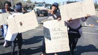 Protesting municipal workers at Bojanala Platinum district municipality in North West. File picture: African News Agency (ANA)