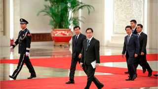 President Xi Jinping visits Lao's Prime Minister Thongloun Sisoulith. Xinhua Images