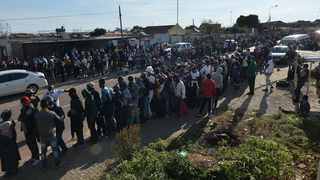 Olievenhoutbosch residents queuing for food parcels. Picture: Oupa Mokoena/African News Agency (ANA)