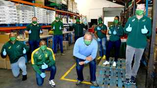 Springbok coach and captain, Jacques Nienaber and Siya Kolisi, along with eight Springbok players and coaches assisted in packing food parcels in the fight against hunger at the Food Forward SA warehouse in Cape Town on Thursday. Photo: Ashley Vlotman/Gallo Images