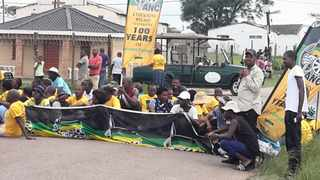 ANC members in Ntshongweni form a blockade in a stand-off with NFP members campaigning in the area..