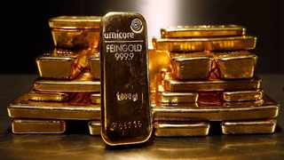 Gold scaled a near one-week peak on Thursday as investors sought cover from market turmoil as UK, EU divorce plan is thrown into chaos. Photo: Reuters
