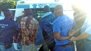 5 suspected members of a crowbar gang were arrested by thwe mountain men in Zandvlei yesterday afternoon