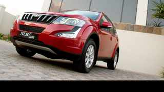 Mahindra XUV500 AT has an overdrive sixth gear for relaxed cruising.