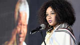 Minister Lindiwe Sisulu has commended the Gauteng human settlements department and Ekurhuleni municipality for their swift response to the fire disaster in Pomona informal settlements leaving more 300 households destitute.