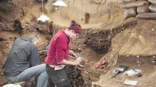 Professor Christopher Henshilwood and Dr Karen van Niekerk excavating Blombos Cave. 
