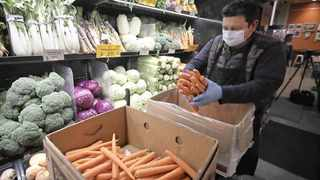 Scientists are currently unaware of any reports linking Covid-19 infections to food or food packaging.      Picture: African News Agency (ANA) Archives