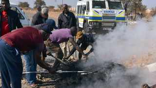 Mamelodi taxi drivers forcefully unblock Solomon Mahlangu Drive, which had been barricaded by protesting residents. Picture: Oupa Mokoena / Independent Media.
