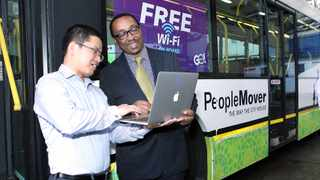 Frances Shen, Huawei KZN general manager, and Sipho Nzuza, eThekwini municipal manager, test the wi-fi. Picture: Sibusiso Ndlovu