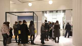 Shoppers queue at the Chanel SA concession during the Boxing Day holiday sales at the Selfridges Ltd. department store in central London, U.K., on Tuesday, Dec. 26, 2017.  Photographer: Luke MacGregor/Bloomberg