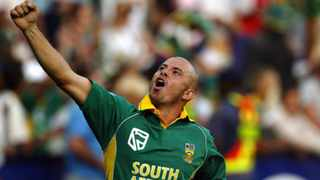Herschelle Gibbs celebrates after the Proteas' sensational win in the 438 game in 2006. Photo: Siphiwe Sibeko/Reuters