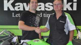 Before taking up a works Honda World Superstock ride, David McFadden, left, took time to thank Kawasaki South dealer principal Nibs Cragg for his support during the 2012 season.
