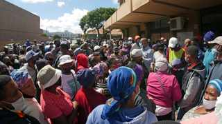 Police and law enforcement were called by Sassa to assist with crowd control and compliance at the Gugulethu, Bellville and Eersterivier offices. Picture: African News Agency (ANA)