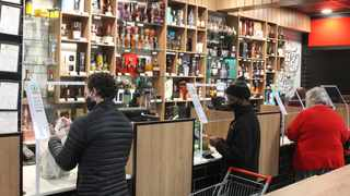 People buying alcohol at Tops, Spar, Les Marais. The ban on liquor sales has been lifted during Lockdown Level 3 which starts today. Picture: Jacques Naude/African News Agency(ANA)