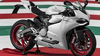Ducati 899 is a Supermid version of the range-topping 1199 Panigale.