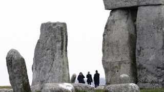 Visitors look at Stonehenge in southwest England, December 21, 2009. The Winter Solstice falls today, December 21. REUTERS/Suzanne Plunkett (BRITAIN - Tags: ANNIVERSARY SOCIETY TRAVEL)