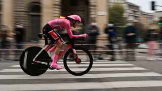 Team Sunweb rider Australia's Jai Hindley rides during the individual time trial in the 21st and final stage of the 2020 Giro d'Italia. Photo: Miguel Medina/AFPr