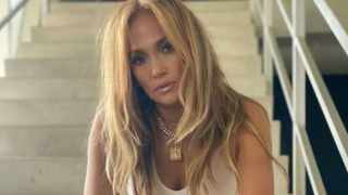 J.Lo, where's your engagement ring?