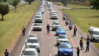 Police conducting a roadblock as motorists return to Gauteng from various Easter holiday destinations on the N1. Picture: African News Agency (ANA)