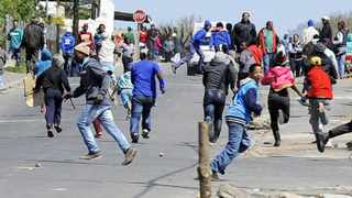 Cape Town 140915-Protesters from Grabow running away from the police. They want houses and electricity. Picture Cindy waxa.Reporter Murray/Argus