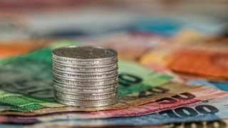 The rand lost its momentum against the dollar yesterday as South Africa's retail sales fell for the sixth consecutive month in September, despite government's decision to allow more economic activity. Picture: Steve Buissinne/Pixabay
