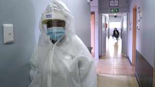 A nurse in full PPE in the isolation ward of the Kensington Home for the Aged. Picture: Ian Landsberg/African News Agency (ANA).