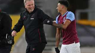 West Ham United's manager David Moyes (L) congratulates West Ham United's English midfielder Jesse Lingard after their win against Wolves. Photo: Laurence Griffiths/AFP