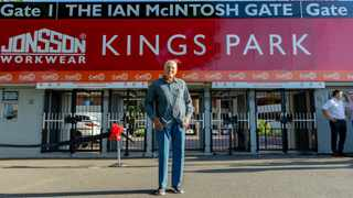 Beloved Sharks coach Ian McIntosh is honoured at a ceremony to rename the main gate after him.