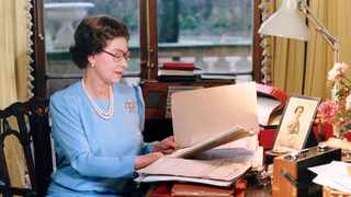 Queen Elizabeth at her desk in 1985. Picture: Joan Williams via National Geographic