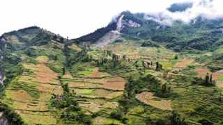 """Residents of the """"cliff village"""" live on slope area near ridge lines and depend on cultivation and animal husbandry for livelihood. They have been secluded from the world for generations. Picture: Rao Guojun/People's Daily Online"""
