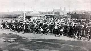 A 1909 picture of ricksha pullers outside Lord's Ground.