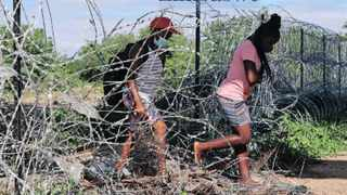 Home Affairs Minister Dr Aaron Motsoaledi said approximately 500 people were being turned away or arrested daily while trying to enter South Africa illegally from Zimbabwe. Picture: Timothy Bernard/African News Agency (ANA)