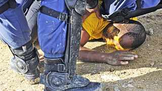 Cape Town 140602- Residents of Siyanyanzela informal settlement in Lwandle fought with police this morning after they illegally evicted them . Picture Cindy waxa.Reporter Argus
