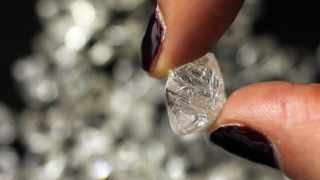 De Beers sold the most diamonds since the coronavirus crisis brought the industry to a halt, after price cuts and recovering demand lured buyers back. Photo: REUTERS/Stefan Wermuth (BRITAIN - Tags: BUSINESS)