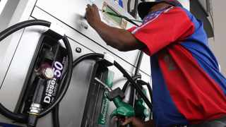 Petrol attendant at a Engen garage. Picture: Jacques Naude/African News Agency (ANA)