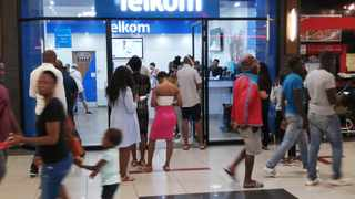 South Africa - Pretoria - 26 March 2020 - Shoppers que to enter the Telkom store at Mall@Reds in Centurion. Picture: Jacques Naude/African News Agency(ANA)